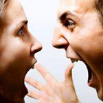 高圧的な態度の人に対する適切な対処法とは?