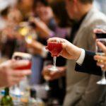 会社の飲み会で失敗しないための会話の作法